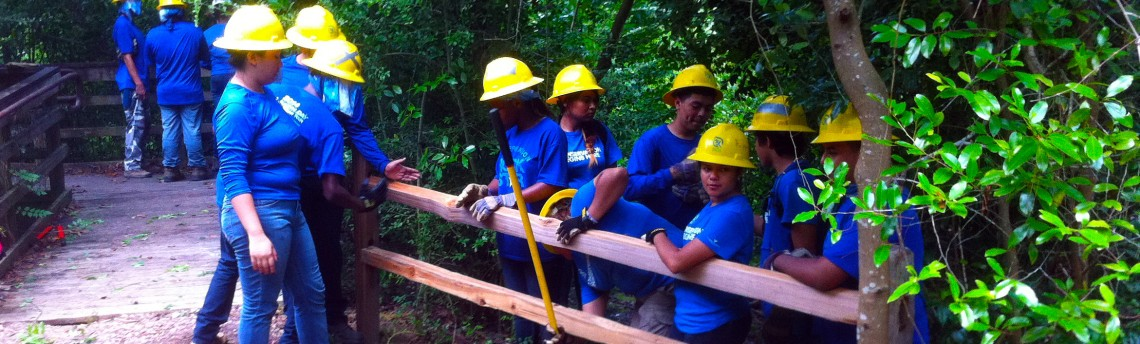Student Conservation Team Gets Their Hands Dirty!